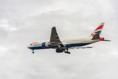 LONDRES, ANGLETERRE - 22 AOÛT 2016 : G-YMMC British Airways Boeing 777 débarquant dans l'aéroport de Heathrow, Londres Image stock