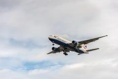 LONDRES, ANGLETERRE - 22 AOÛT 2016 : G-YMMC British Airways Boeing 777 débarquant dans l'aéroport de Heathrow, Londres Photos libres de droits