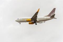 LONDRES, ANGLETERRE - 22 AOÛT 2016 : Lignes aériennes Boeing 737 d'OY-JTT Jettime débarquant dans l'aéroport de Heathrow, Londres Photo libre de droits