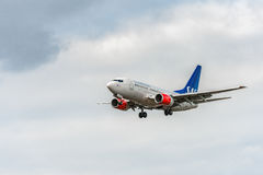 LONDRES, ANGLETERRE - 22 AOÛT 2016 : Lignes aériennes Boeing 737 de LN-RRZ SAS débarquant dans l'aéroport de Heathrow, Londres Photographie stock