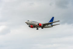 LONDRES, ANGLETERRE - 22 AOÛT 2016 : Lignes aériennes Boeing 737 de LN-RRZ SAS débarquant dans l'aéroport de Heathrow, Londres Image libre de droits