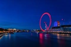 LONDRES, ANGLETERRE - 22 AOÛT 2016 : Londres la Tamise et oeil de rotation de Londres Longue séance photos d'exposition Fin de so Image libre de droits
