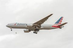 LONDRES, ANGLETERRE - 22 AOÛT 2016 : N795AN American Airlines Boeing 777 débarquant dans l'aéroport de Heathrow, Londres Images stock
