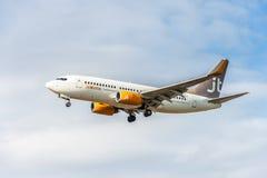 LONDRES, ANGLETERRE - 22 AOÛT 2016 : OY-JTY Jettime Jet Time Airlines Boeing 737 débarquant dans l'aéroport de Heathrow, Londres Photographie stock libre de droits