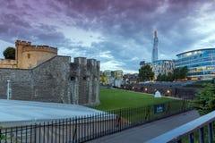 LONDRES, ANGLETERRE - 15 JUIN 2016 : Panorama avec la tour de Londres et du tesson, Londres, Angleterre Photographie stock