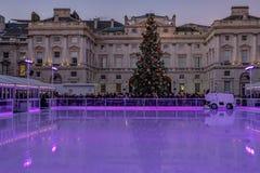Londres, Angleterre, R-U - 29 décembre 2016 : Piste de patinage prête Photos stock
