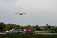 LONDRES, ANGLETERRE - 27 SEPTEMBRE 2017 : Atterrissage d'Airbus A380 A6-EDJ de lignes aériennes d'émirats dans l'aéroport interna Images stock