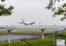 LONDRES, ANGLETERRE - 27 SEPTEMBRE 2017 : Atterrissage d'Airbus A380 G-XLEC de lignes aériennes de British Airways dans l'aéropor Photos stock
