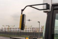 LONDRES, ANGLETERRE - 25 SEPTEMBRE 2017 : Boeing 777 décollant dans l'aéroport international de Londres Heathrow Image stock