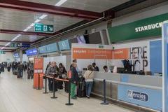 LONDRES, ANGLETERRE - 29 SEPTEMBRE 2017 : L'aéroport de Luton signent l'intérieur de secteur Région de service client d'Easyjet L Image stock