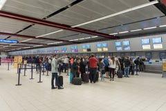 LONDRES, ANGLETERRE - 29 SEPTEMBRE 2017 : L'aéroport de Luton signent l'intérieur de secteur Londres, Angleterre, Royaume-Uni Image stock