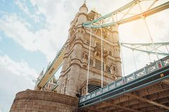LONDRES - 19 AOÛT 2017 : Pont de tour à Londres, R-U Photo libre de droits