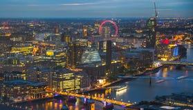 Londres au coucher du soleil Fond de ville La nuit allume le côté de Westminster Photo libre de droits