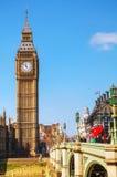 Londres avec Elizabeth Tower et Chambres du Parlement Images stock