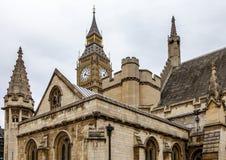 Londres Big Ben atrás da Casa dos Comuns Fotos de Stock Royalty Free