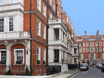 Londres, casas urbanas elegantes foto de archivo