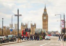 Londres con Elizabeth Tower y casas del parlamento Foto de archivo libre de regalías