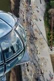 LONDRES - 27 DE ENERO: Visión abajo desde el ojo de Londres al pedestria Fotos de archivo