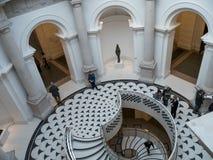 LONDRES - 3 DE FEBRERO: Tate Britain Spiral Staircase en Londres encendido Fotos de archivo libres de regalías