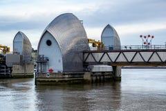 LONDRES - 10 DE JANEIRO: Ideia da barreira de Tamisa em Londres o 10 de janeiro Imagem de Stock