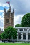 LONDRES - 30 DE JULIO: Vista de las casas del parlamento en Londres encendido Fotos de archivo libres de regalías