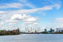 LONDRES - 30 DE JULIO: Vista del edificio O2 en Londres el 30 de julio, fotos de archivo libres de regalías