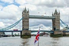 LONDRES - 30 DE JULIO: Vista del puente de la torre en Londres el 30 de julio, 20 Foto de archivo libre de regalías