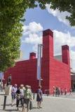 LONDRES - 21 DE JUNHO Teatro provisório folheado da madeira vermelha Imagens de Stock