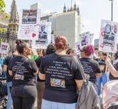 Londres/26 de junio de 2019 BRITÁNICO Los paladines del crimen del anti-cuchillo del cierre de la operación protestan fuera del p foto de archivo libre de regalías
