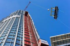 LONDRES - 10 DE JUNIO: Construcción de la torre del sur del banco en Londo Imagen de archivo libre de regalías