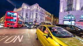 LONDRES - 16 DE JUNIO DE 2015: Tráfico en área del circo de Piccadilly Picca Fotos de archivo