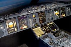 LONDRES - 25 DE JUNIO: Simulador de vuelo de Airbus A-380-800 en Londres o Foto de archivo libre de regalías