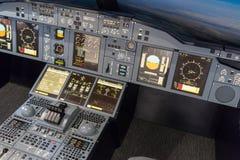 LONDRES - 25 DE JUNIO: Simulador de vuelo de Airbus A-380-800 en Londres o Fotos de archivo libres de regalías