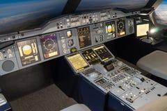 LONDRES - 25 DE JUNIO: Simulador de vuelo de Airbus A-380-800 en Londres o Fotos de archivo