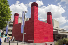 LONDRES - 21 DE JUNIO Teatro temporal revestido de la madera roja Fotografía de archivo