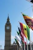 LONDRES - 13 DE MARÇO: Vista de Big Ben através do quadrado do parlamento em Lo Foto de Stock Royalty Free