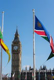 LONDRES - 13 DE MARÇO: Vista de Big Ben através do quadrado do parlamento em Lo Imagem de Stock Royalty Free