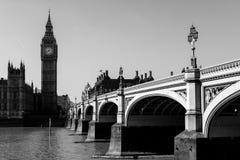 LONDRES - 13 DE MARZO: Vista de Big Ben y las casas del parlamento i Imagen de archivo libre de regalías