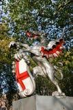 LONDRES - 12 DE NOVIEMBRE: Grifo del límite en un pedestal en Victoria Imagen de archivo libre de regalías
