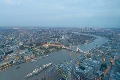 LONDRES - 24 DE SETEMBRO DE 2016: Vista aérea da ponte da torre e do cit Imagem de Stock