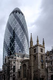 LONDRES - 20 DÉCEMBRE : 30 St Mary Axe affectionally connue sous le nom de Gher Photos stock