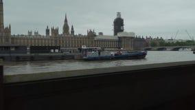 Londres, el Reino Unido, palacio de Westminster, casa del parlamento, Gran Bretaña, el río Támesis, Big Ben, caminando almacen de video