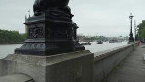 Londres, el Reino Unido, palacio de Westminster, casa del parlamento, Gran Bretaña, el río Támesis, Big Ben, caminando almacen de metraje de vídeo