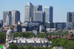 Londres - embarcadero amarillo financiero Imágenes de archivo libres de regalías