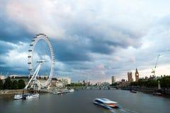 Londres en el amanecer Visión desde el puente de oro del jubileo Fotos de archivo