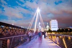 Londres en el amanecer Visión desde el puente de oro del jubileo Imagen de archivo