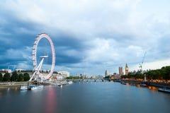 Londres en el amanecer Visión desde el puente de oro del jubileo Fotografía de archivo libre de regalías