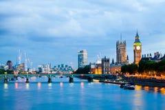 Londres en el amanecer Visión desde el puente de oro del jubileo Foto de archivo libre de regalías