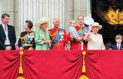 Londres en juin 2015 - s'assemblant la cérémonie de couleur, apparition de princesse Charlottes sur le balcon pour Birthda de la  Photographie stock