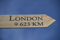 Londres esta maneira, 9623 quilômetros imagens de stock royalty free